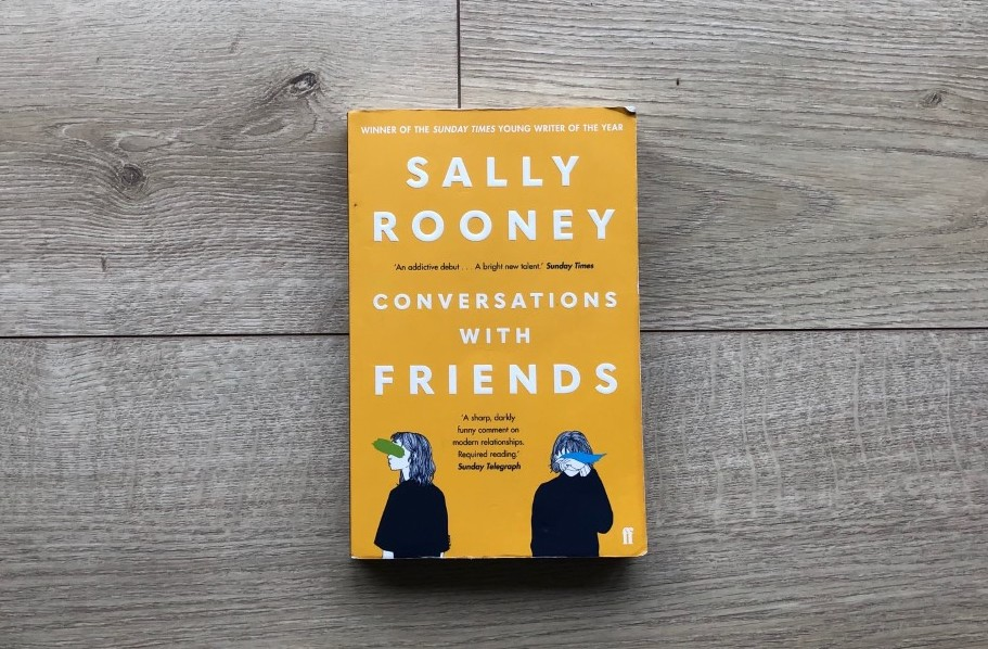 Paperback Conversations With Friends by Sally Rooney